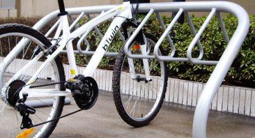стойка за 10 велосипеда с правхово покритие