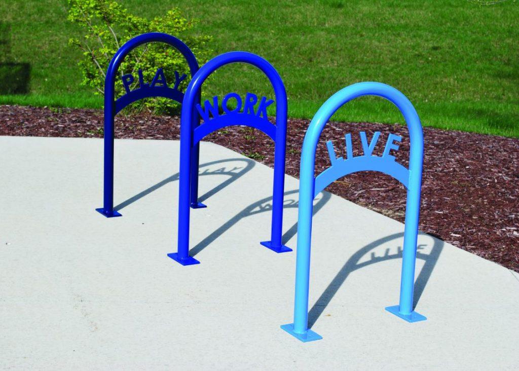 стойки за велосипеди дизайнерски в различни цветове с лазерно изрязване сини